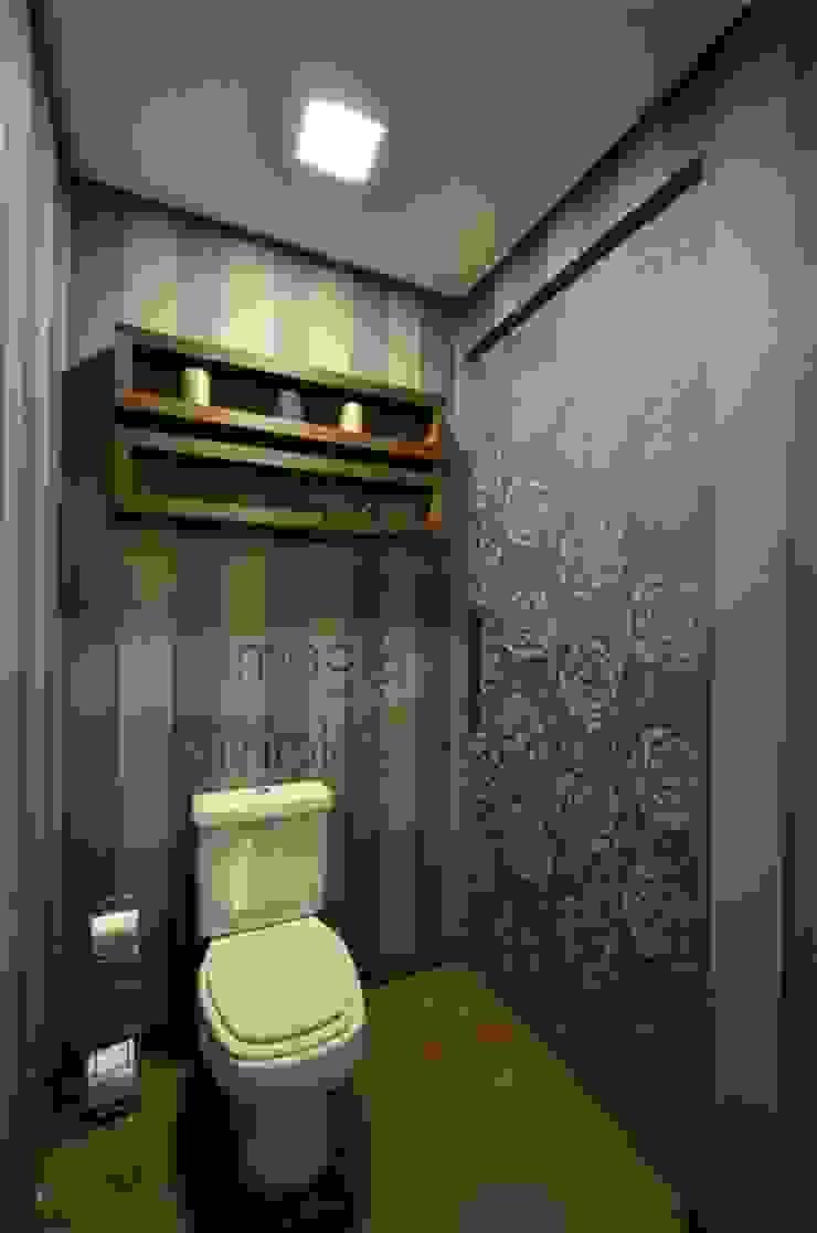 Hidden bathroom Banheiros rústicos por Bethina Wulff Rústico