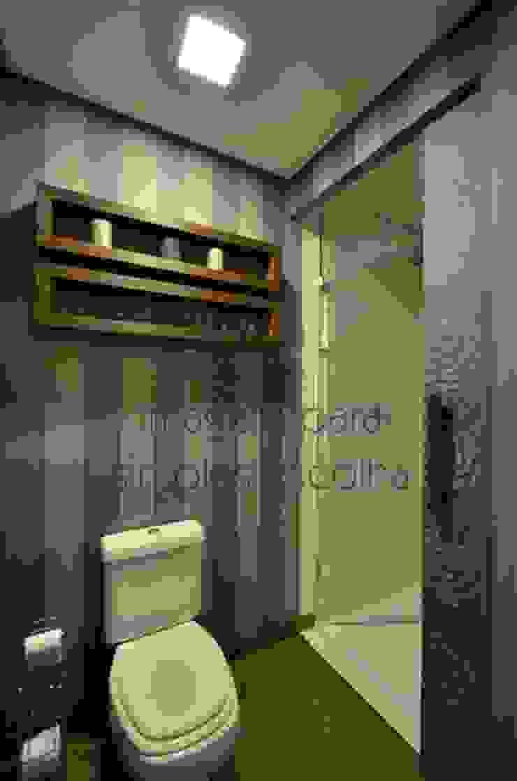 Hidden bathroom Banheiros rústicos por Bethina Wulff Rústico de madeira e plástico
