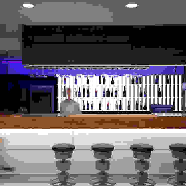 Советская Matrix Bar и GJG Бары и клубы в стиле минимализм от Brama Architects Минимализм Плитка