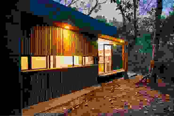 REFORMA CABAÑA SANTA ELENA Casas modernas de CASA CALDA Moderno