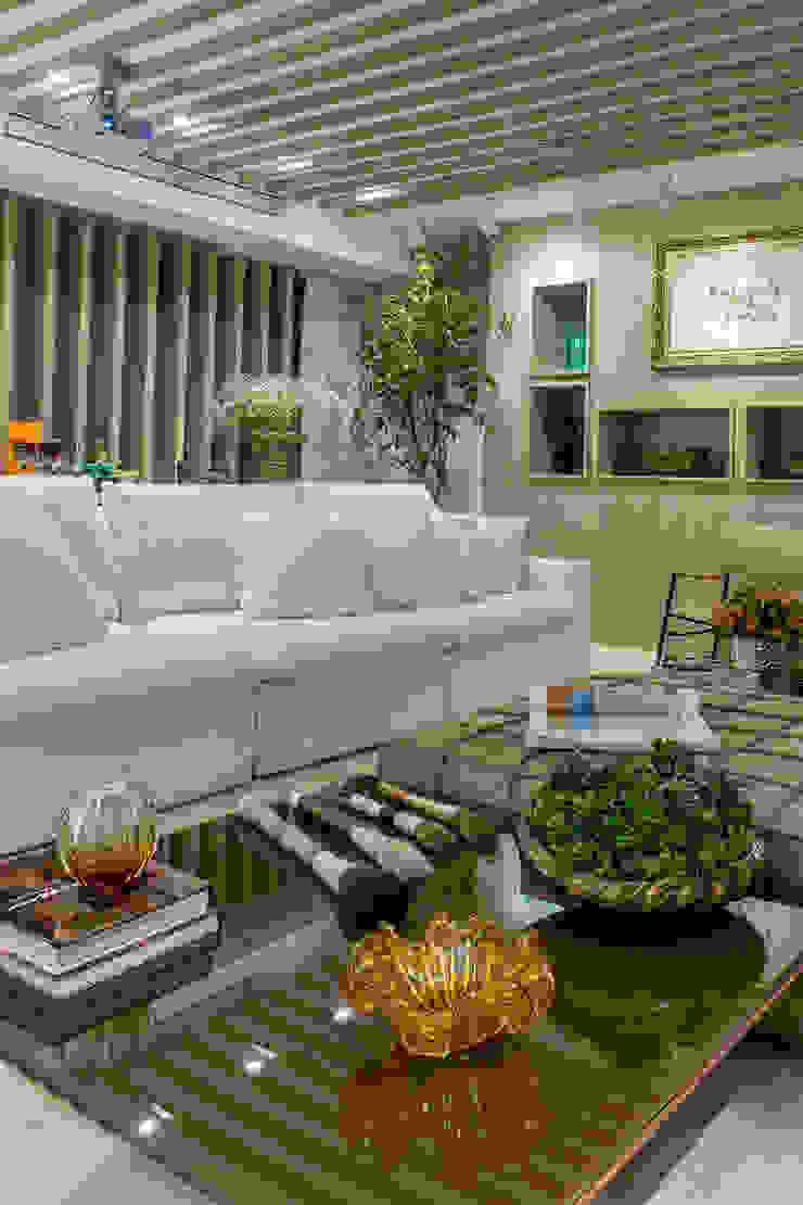 Decora Lider Salvador – 2015 Salas multimídia modernas por Haifatto Arq + Decor Moderno Madeira Efeito de madeira