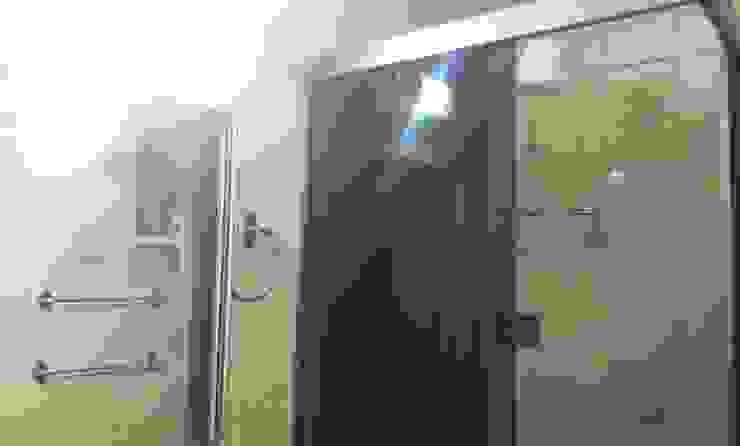 Banheiro antes da reforma por Palloma Meneghello Arquitetura e Interiores