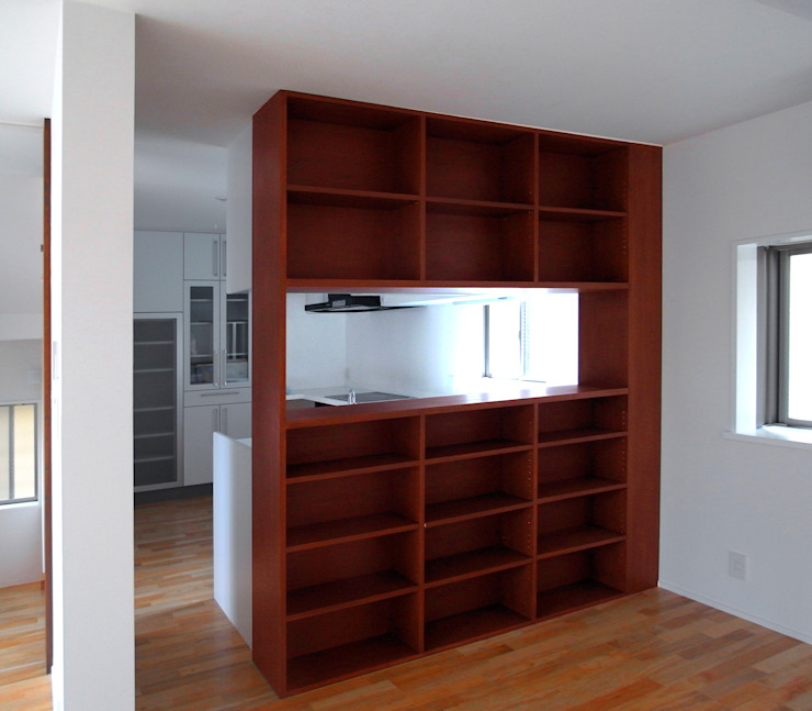 デッキテラスの家2 モダンな キッチン の ユミラ建築設計室 モダン