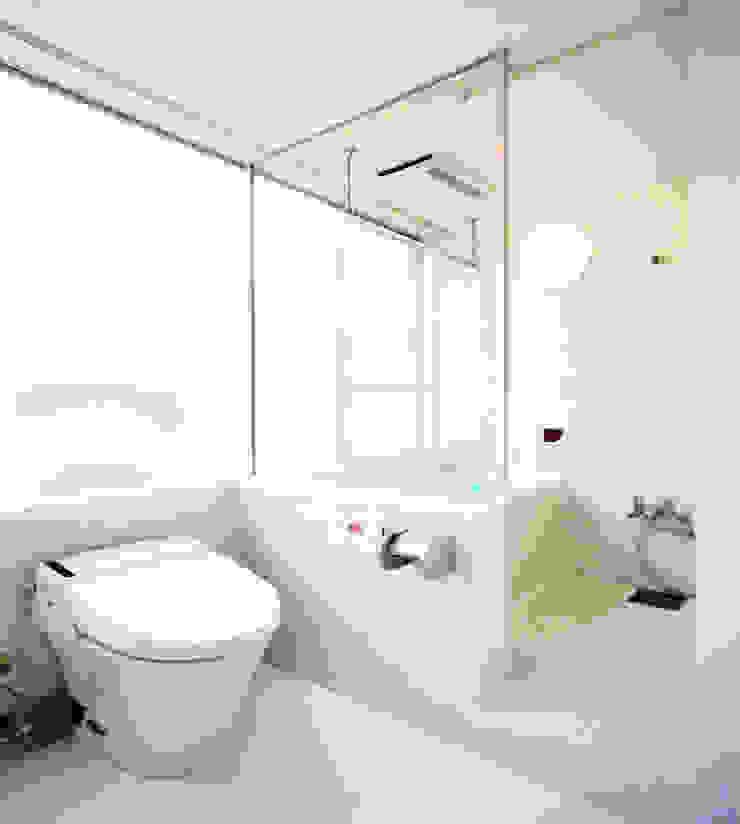 スクリーンで街とつながる モダンスタイルの お風呂 の ユミラ建築設計室 モダン