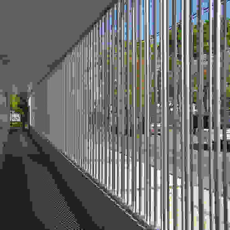 立川の賃貸マンション モダンスタイルの 玄関&廊下&階段 の ユミラ建築設計室 モダン