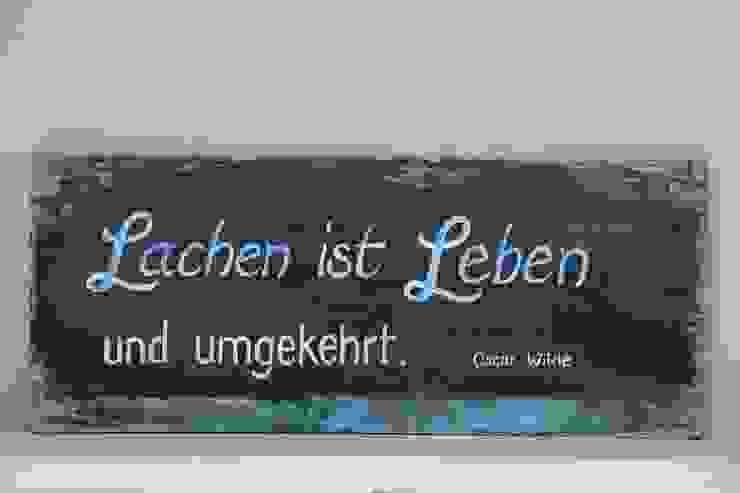 """Holzschild """"Lachen ist Leben..."""": industriell  von homify,Industrial Holz Holznachbildung"""