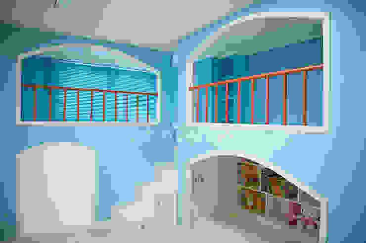 푸른 하늘을 그대로 담은 아이 다락방 모던스타일 아이방 by 퍼스트애비뉴 모던