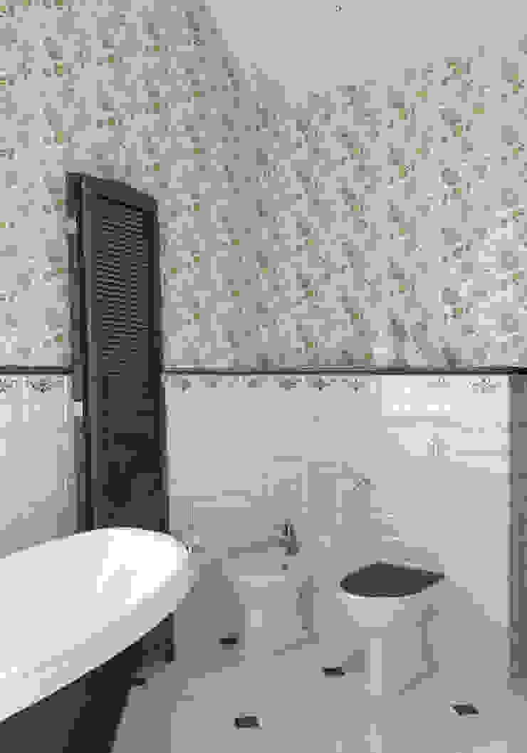 Волки Ванная комната в стиле кантри от Brama Architects Кантри Плитка