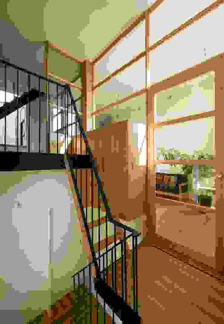 House in Funamachi モダンスタイルの 玄関&廊下&階段 の Mimasis Design/ミメイシス デザイン モダン