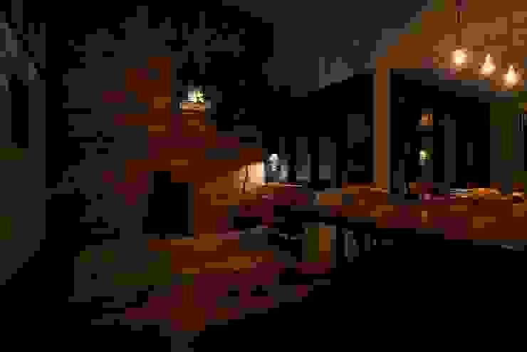 House in Higashikanmaki クラシックデザインの リビング の Mimasis Design/ミメイシス デザイン クラシック