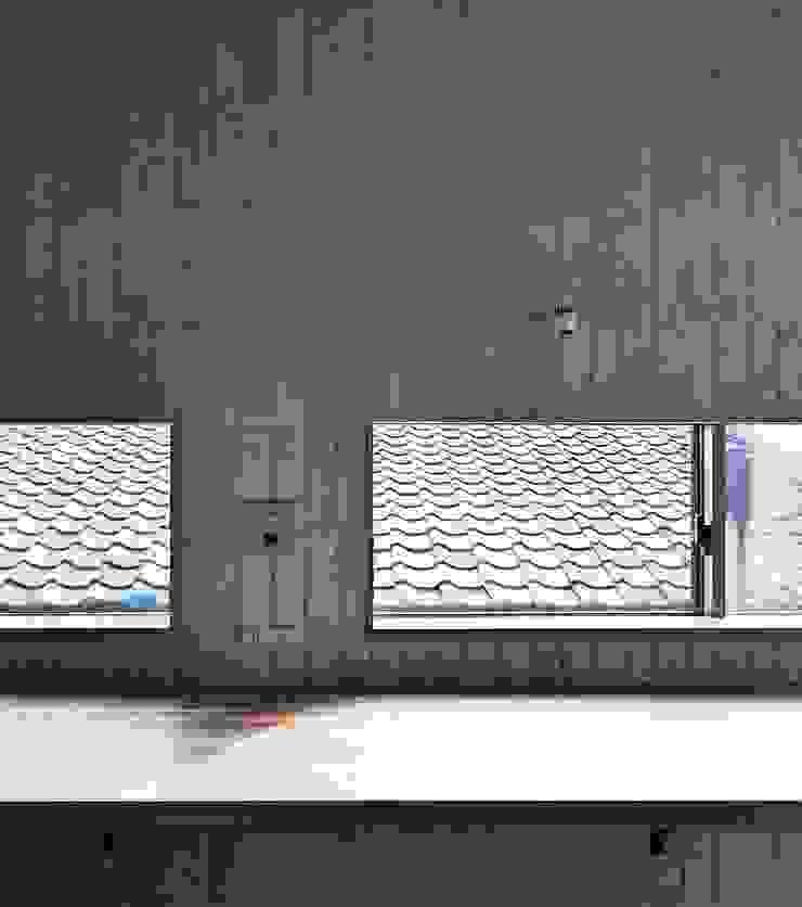 House in Matsugasaki モダンな 窓&ドア の Mimasis Design/ミメイシス デザイン モダン