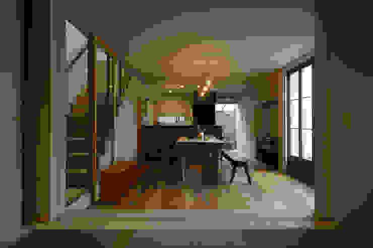 Soggiorno moderno di Mimasis Design/ミメイシス デザイン Moderno