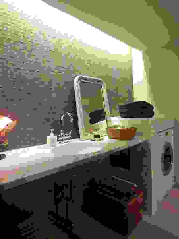 Apartment in Kisibe クラシックスタイルの お風呂・バスルーム の Mimasis Design/ミメイシス デザイン クラシック