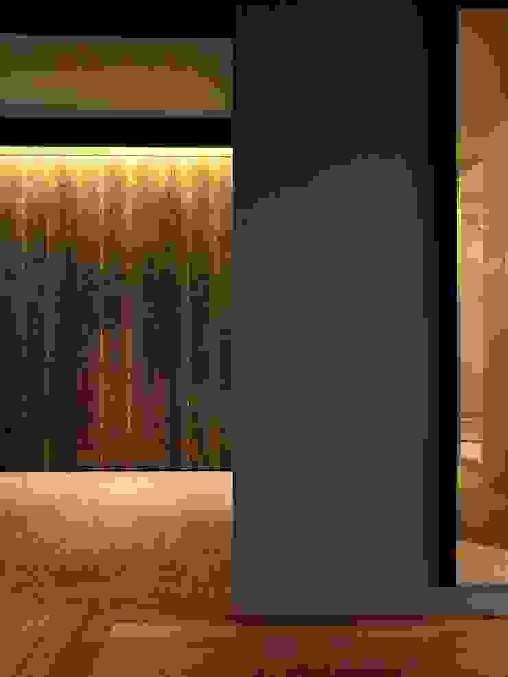 Apartment in Kisibe モダンスタイルの 玄関&廊下&階段 の Mimasis Design/ミメイシス デザイン モダン