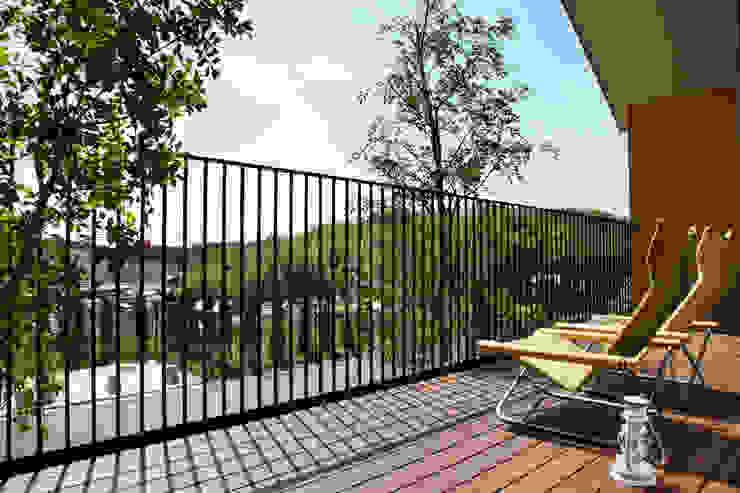 Modern balcony, veranda & terrace by Mimasis Design/ミメイシス デザイン Modern
