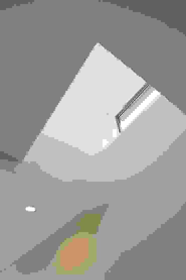 House in Izumiotsu モダンスタイルの 玄関&廊下&階段 の Mimasis Design/ミメイシス デザイン モダン