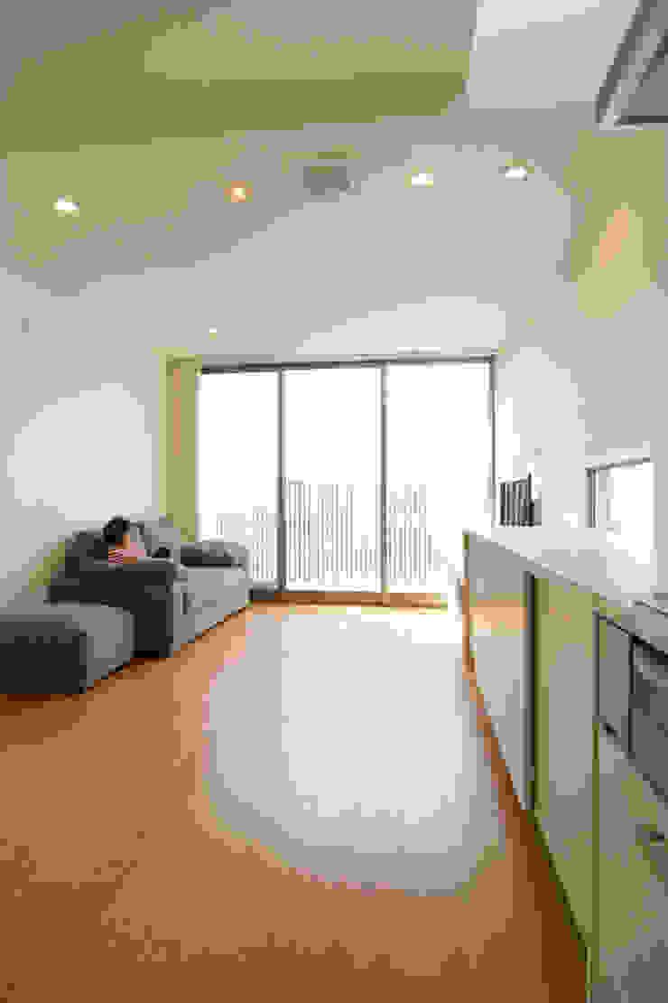 House in Izumiotsu モダンデザインの リビング の Mimasis Design/ミメイシス デザイン モダン