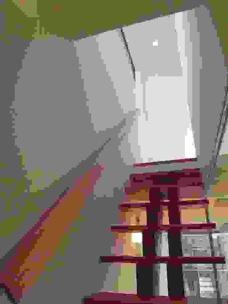 階段 モダンスタイルの 玄関&廊下&階段 の Mimasis Design/ミメイシス デザイン モダン