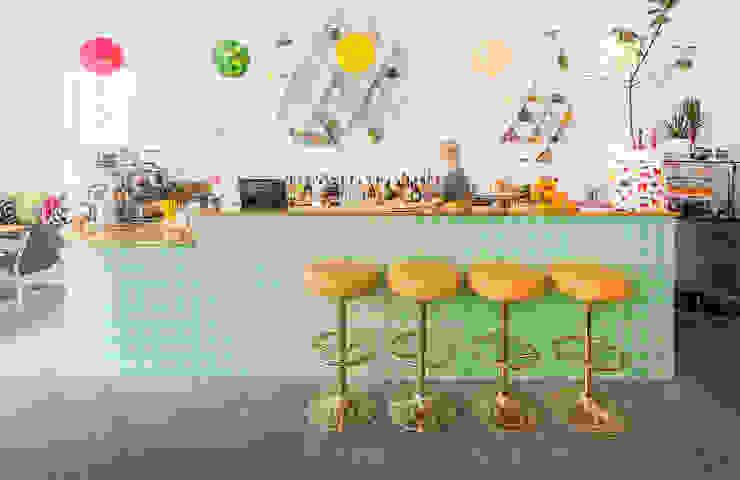 Einrichten im Retro- & Vintage-Style – Café August in Tallinn Ausgefallene Esszimmer von Baltic Design Shop Ausgefallen Fliesen