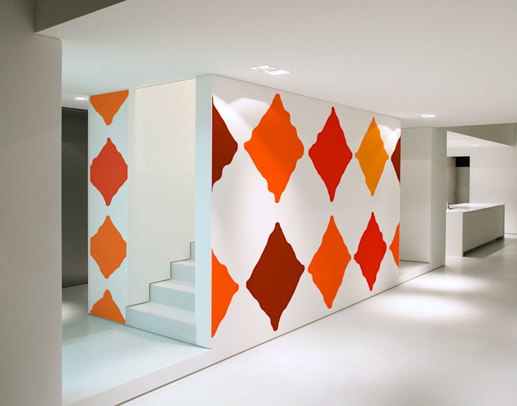Minimalist corridor, hallway & stairs by Luis Quesada Design Minimalist