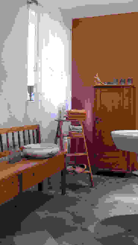 Klassisches Badezimmer auf dem Lothshof Büro Köthe Badezimmer im Landhausstil Holz Braun