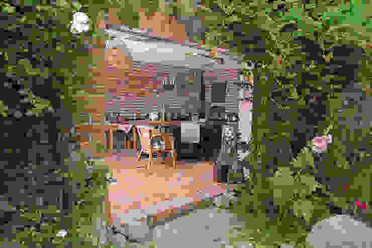 Eingang zur Sommerküche auf dem Lothshof Büro Köthe Wände & Böden im Landhausstil Ziegel