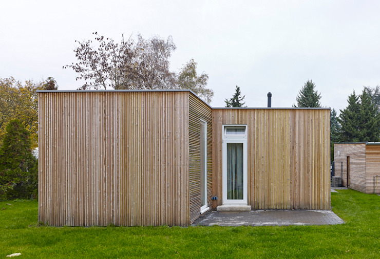 Minimalist house by +studio moeve architekten bda Minimalist