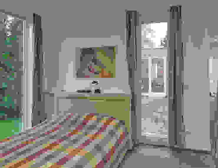 Dormitorios minimalistas de +studio moeve architekten bda Minimalista