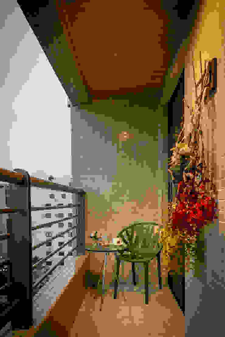 Varanda Loft Trompwski Varandas, alpendres e terraços clássicos por Falchetti Concept Clássico