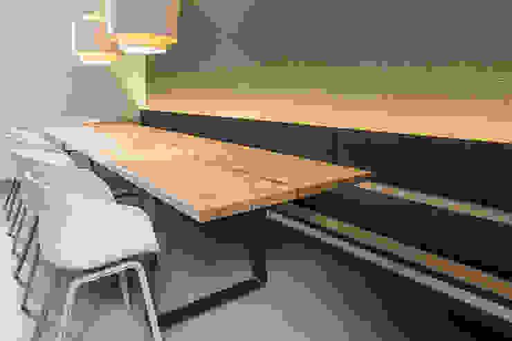 Essbereich mit indirekter Beleuchtung Moderne Esszimmer von Büro Köthe Modern