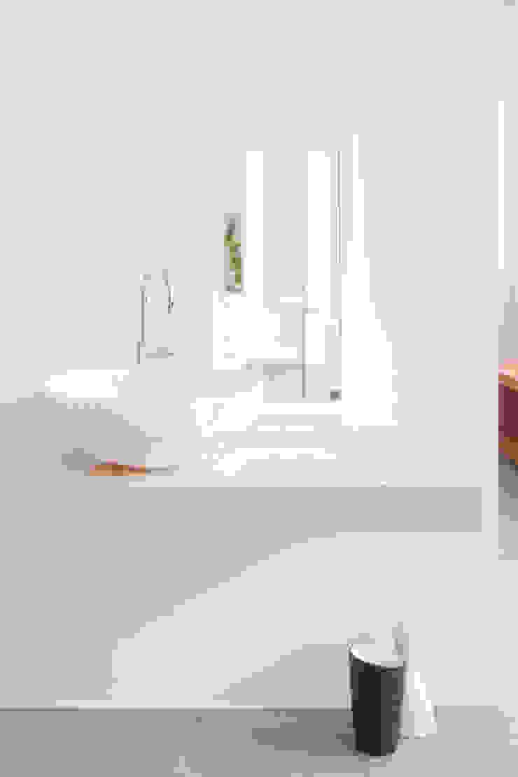 Diamond Washbasin_White Bagno moderno di PURAPIETRA Moderno Marmo