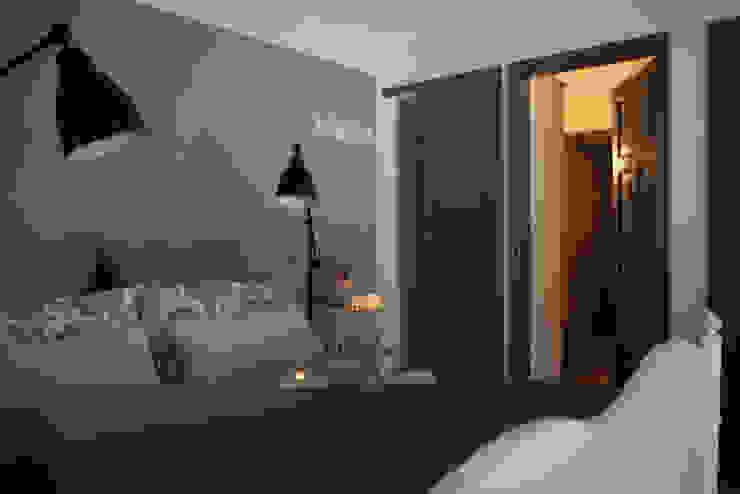 Blick ins Ferienzimmer »Stein« Schlafzimmer im Landhausstil von Büro Köthe Landhaus