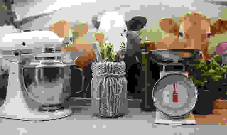 Wazon - pojemnik ubrany w sznurek trzy manufaktury KuchniaMeble do przechowywania Szary
