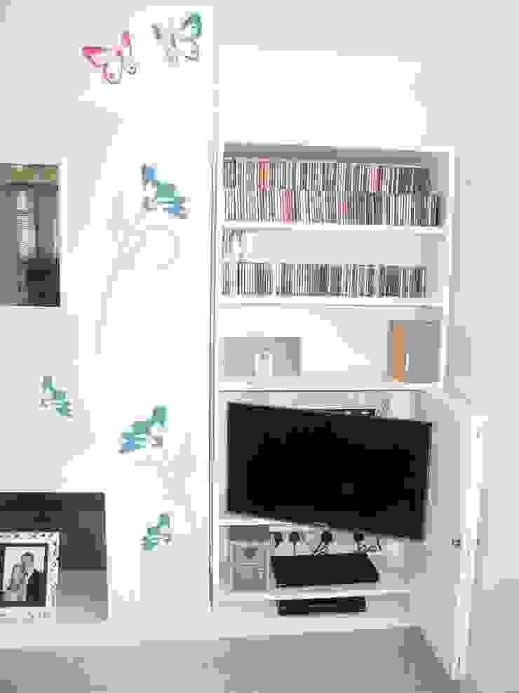 TV hidden in alcove unit Style Within Moderne Wohnzimmer