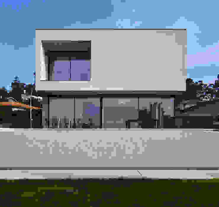 Casas  por homify, Moderno Vidro