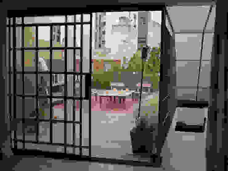 Reforma Hostel Palermo Balcones y terrazas modernos: Ideas, imágenes y decoración de DX ARQ - DisegnoX Arquitectos Moderno