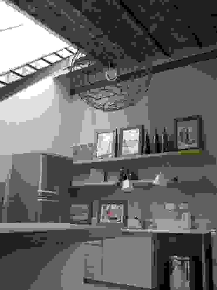Nhà bếp phong cách hiện đại bởi DX ARQ - DisegnoX Arquitectos Hiện đại