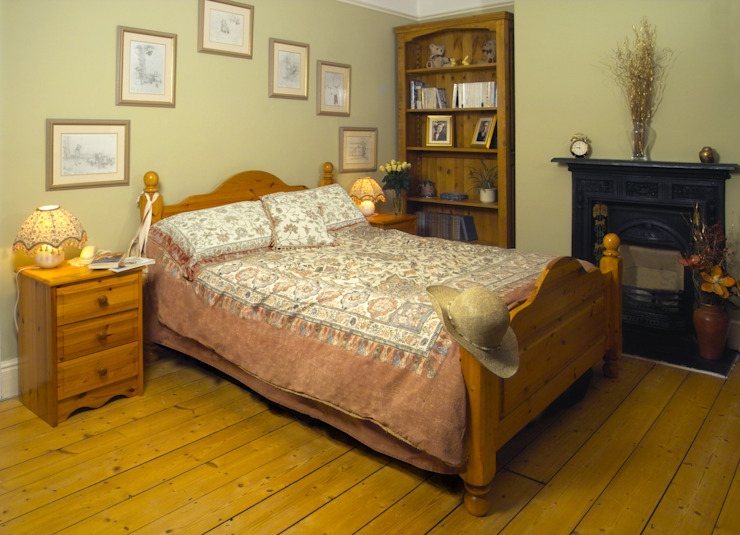 Country style bedroom design:  Bedroom by Style Within,