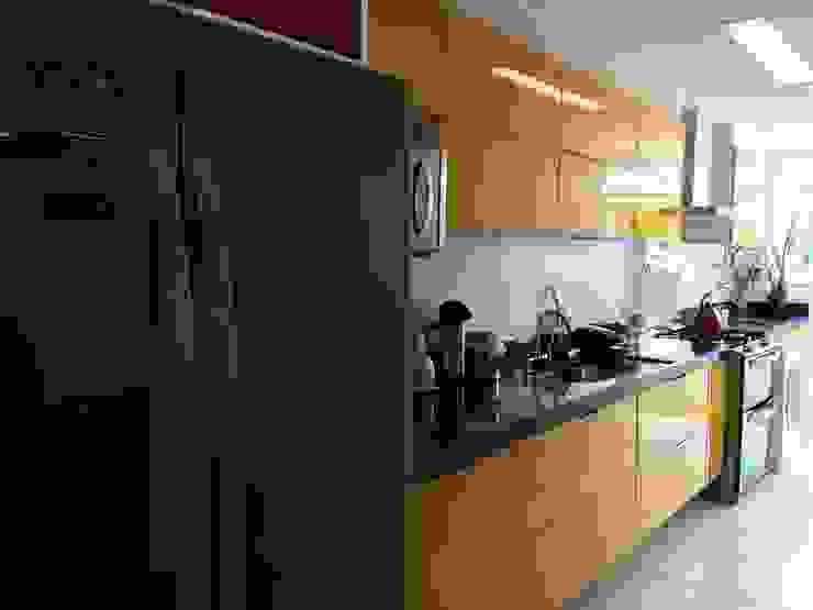 Cobertura Piratininga 2015 Cozinhas modernas por Catharina Quadros Arquitetura e Interiores Moderno