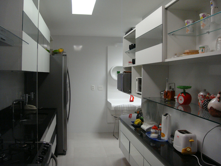 Catharina Quadros Arquitetura e Interiores Modern Kitchen Black
