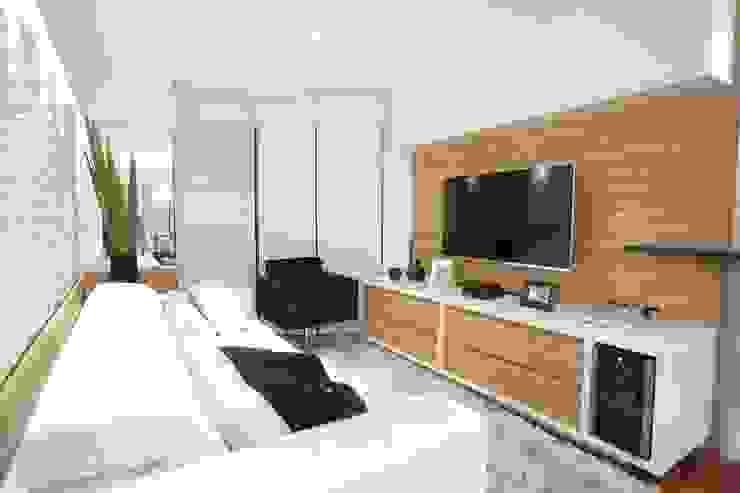 现代客厅設計點子、靈感 & 圖片 根據 Estúdio Pantarolli Miranda - Arquitetura, Design e Arte 現代風