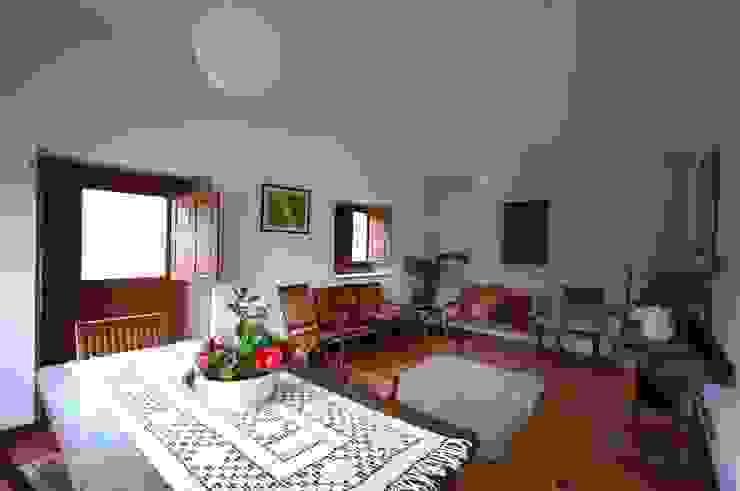 Reabilitação de Casa de Campo Salas de estar rústicas por Borges de Macedo, Arquitectura. Rústico