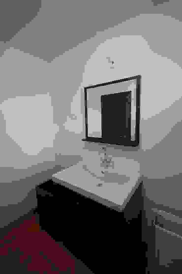 Reabilitação de Casa de Campo Casas de banho rústicas por Borges de Macedo, Arquitectura. Rústico