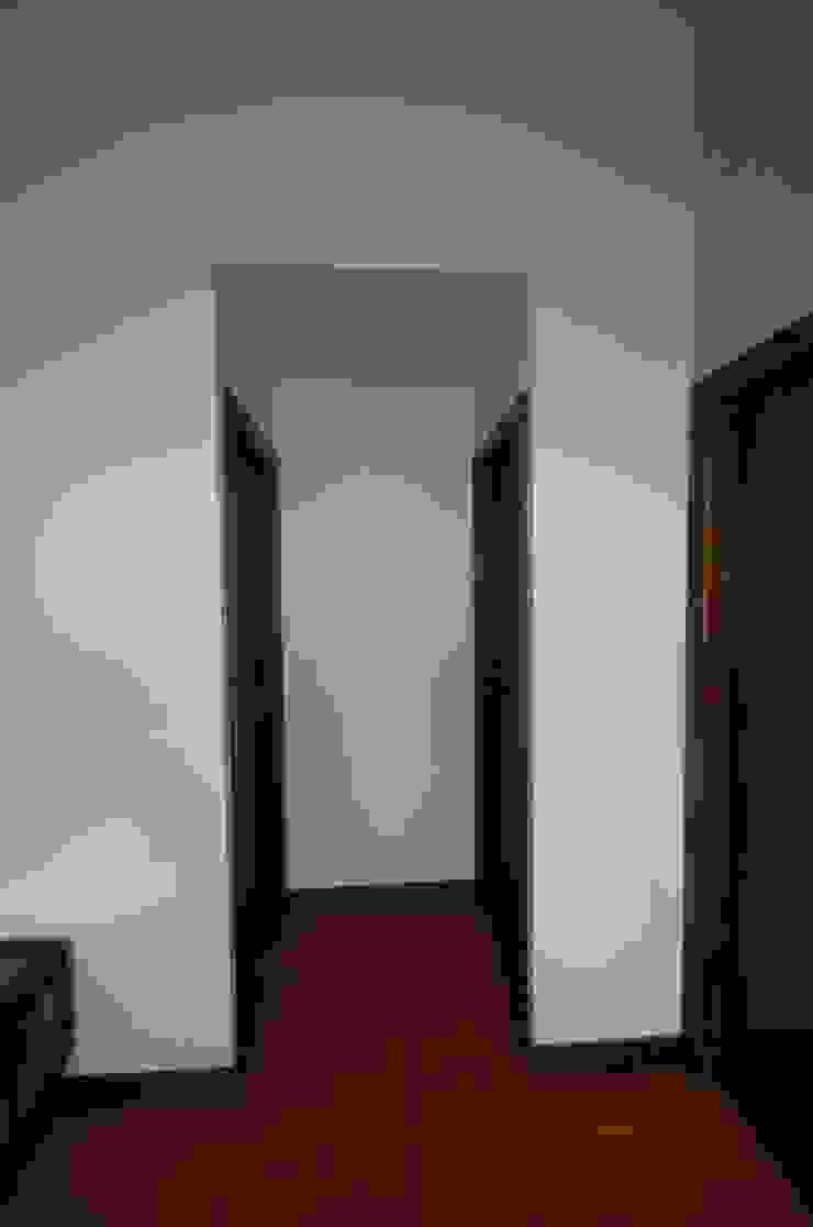 Reabilitação de Casa de Campo Corredores, halls e escadas rústicos por Borges de Macedo, Arquitectura. Rústico