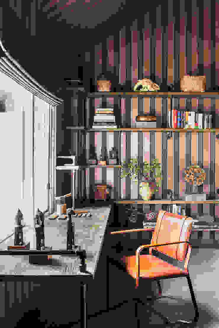 Truckee Residence Ruang Studi/Kantor Gaya Eklektik Oleh Antonio Martins Interior Design Inc Eklektik