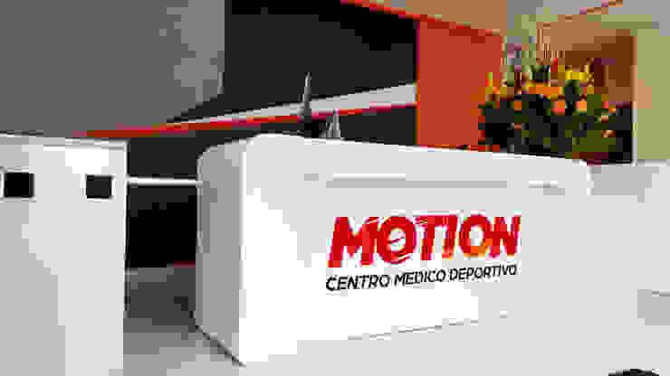 Motion -Centro medico deportivo Gimnasios de estilo moderno de Phoenix Touch Moderno