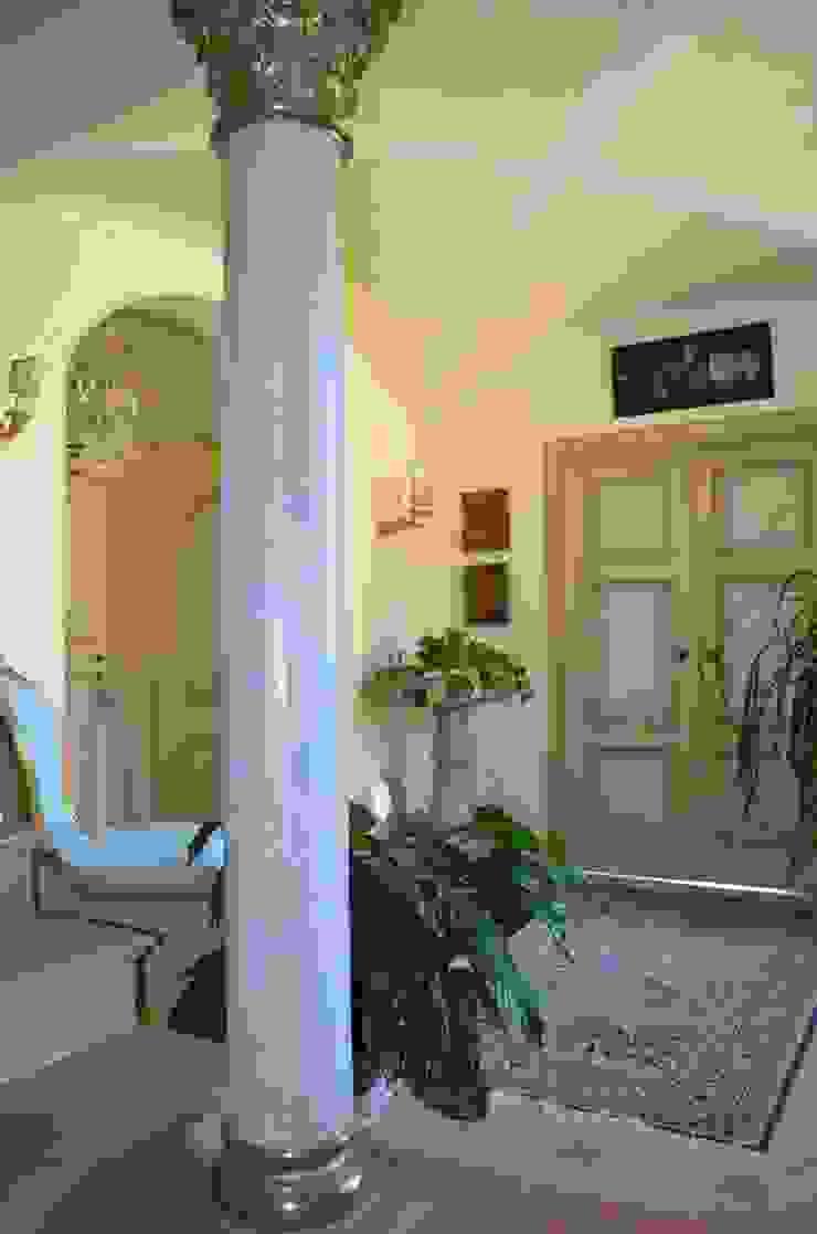 Studio Zaroli Classic style corridor, hallway and stairs