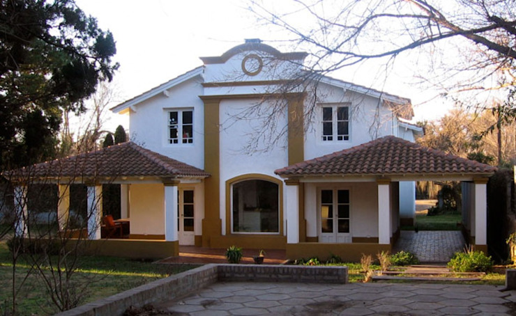 Frente Casas coloniais por Radrizzani Rioja Arquitectos Colonial Concreto