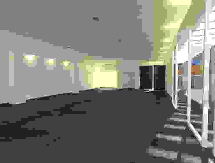 Anexo casaFausto Salas multimedia modernas de CESAR MONCADA S Moderno