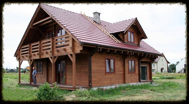 casa di legno Case in stile scandinavo di CasediLegnoSr Scandinavo Legno Effetto legno
